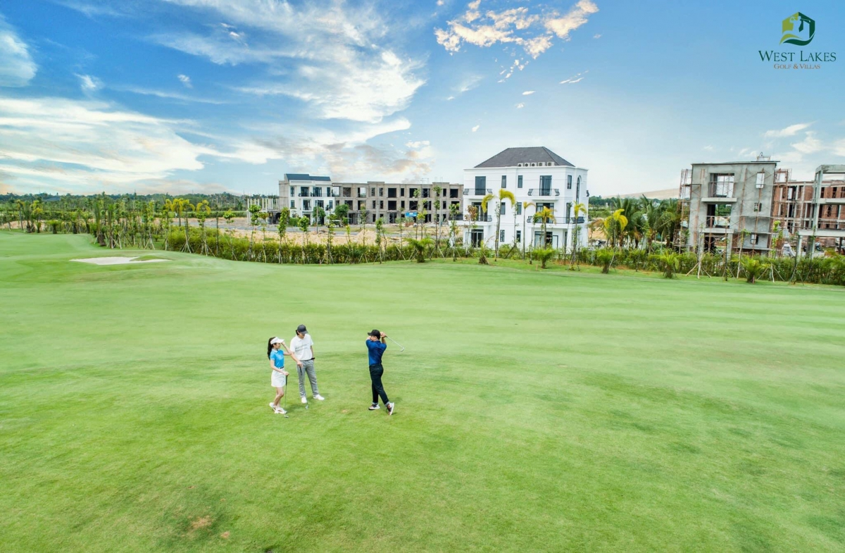 Sân golf west lakes